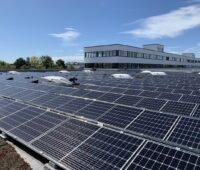 Zu sehen ist die Photovoltaik-Anlage auf dem Dach des Centro Tesoro.