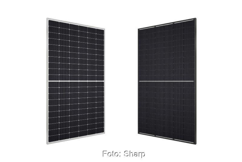 Zwei schwarze Solarmodule