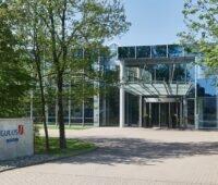 Zu sehen ist das Gebäude von Singulus Technologies, das Unternehmen entwickelt Maschinen für CdTe-Dünnschicht-Photovoltaik-Module.