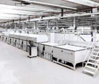 Zu sehen ist die Cisaris von Singulus Technologies. Dabei handelt es sich um eine Selenisierungsanlage für die Fertigung von CIGS Photovoltaik-Modulen.