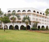 Zu sehen ist das Sirikwa Hotel in Kenia, für das Ecoligo die Photovoltaik-Anlage finanziert.