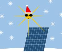 Weihnachtssonne mit Weihnachtsmann-Mütze bestrahlt Solarmodul