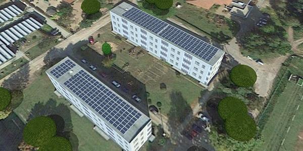 ZU sehen sind die Solaranlagen auf dem Dach vom Mieterstromprojekt in Brandendenburg.