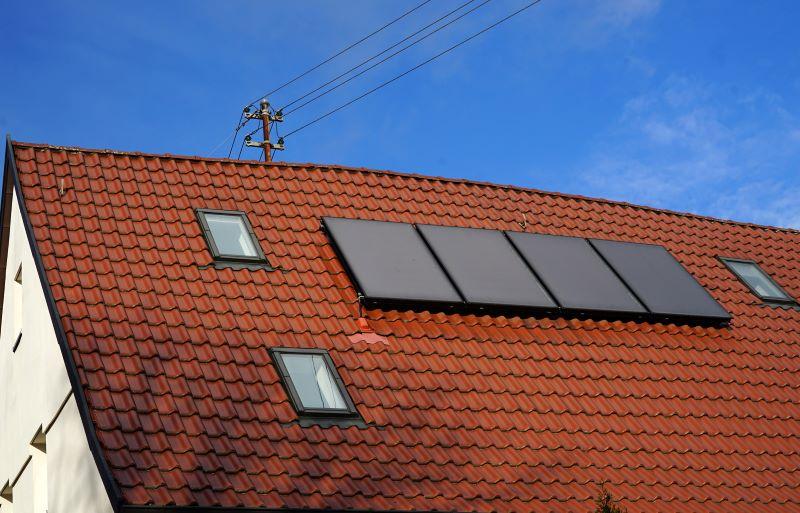 Solarthermieanlagen auf einem Spitzdach