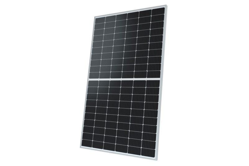 Zu sehen ist die neuen hocheffizienten Glas-Glas-Module mit Halbzellen-Technologie von Solarwatt.