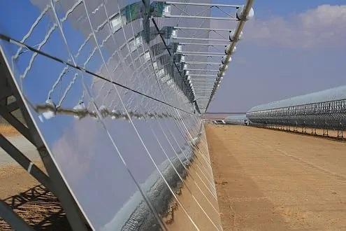 Zu sehen ist ein CSP-Solarkraftwerk in Spanien. BVES und DCSP wollen eng zusammenarbeiten.