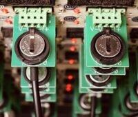 Zu sehen ist eine Lithium-Batterie, die durch die Kohlenstoff-Nanomembran eine gesteigerte Lebensdauer aufweist.