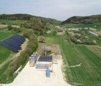Breitenholz wird ein Bioenergiedorf mit Solarthermie-Heizwerk. ZU sehen ist das Solarheizwerk in Liggeringen.