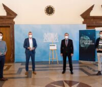 Preisverleihung an vier Unternehmensgründer mit Minister Aiwanger