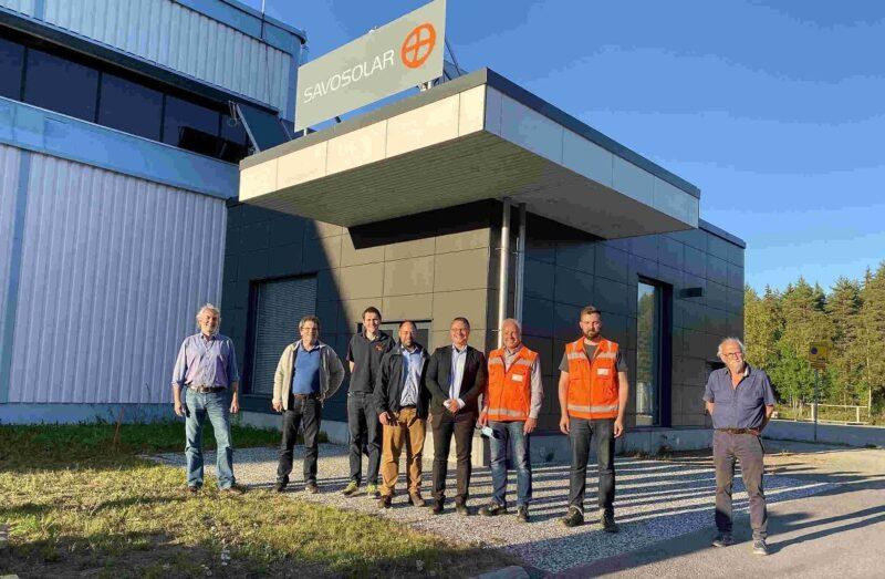 Zu sehen ist ein Gruppenbild für die strategische Partnerschaft für Solarthermie-Großanlagen von Savosolar und CitrinSolar.