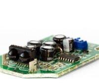 Zu sehen ist eine Sensorplatine. Sensoren für Schnellladebatterien sollen die Ladezeiten reduzieren.