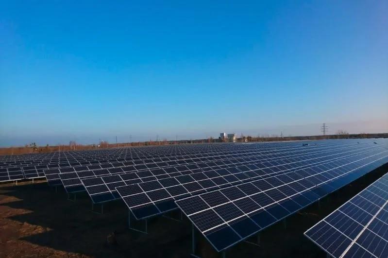 Zu sehen ist ein Sunfarming-Solarpark in Polen. Die ING Bank finanziert weitere Photovoltaik-Projekte des Unternehmens in Polen.