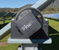 Zu sehen ist das Photovoltaik-Trackingsystem von Trina Solar mit einem Blick auf die Achse des Trackers.