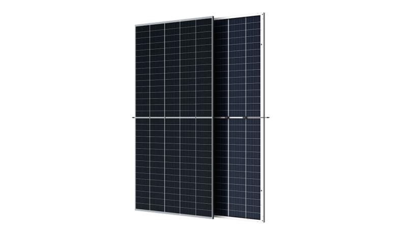 Zu sehen sind die neuen210-mm-Module von Trina Solar.