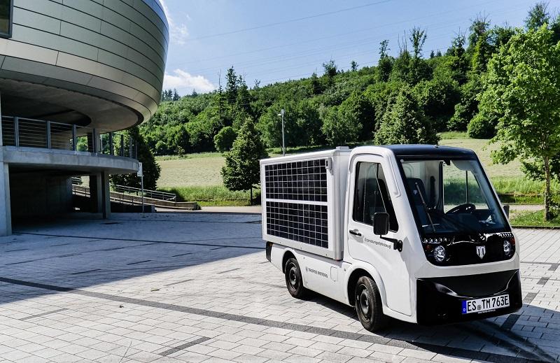 Zu sehen ist ein Elektrotransporter von Tropos Motors mit, der fahrzeugintegrierte Photovoltaik testen soll.