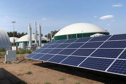 ZU sehen ist eine Biogasanlage mit PV-Anlage. Ob sich Biogas durch Methanisierung aufwerten lässt, soll erforscht werden.