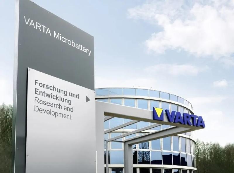 Zu sehen ist ein Gebäude von Varta, der Umsatz des Stromspeicher-Spezialisten ist im 1. Halbjahr 2021 gestiegen.