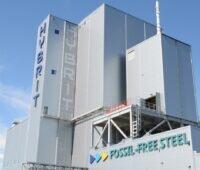 Zu sehen ist die Pilotanlage im schwedischen Luleå, die bereits 2021 ersten fossilfreien Eisenschwamm liefern soll.