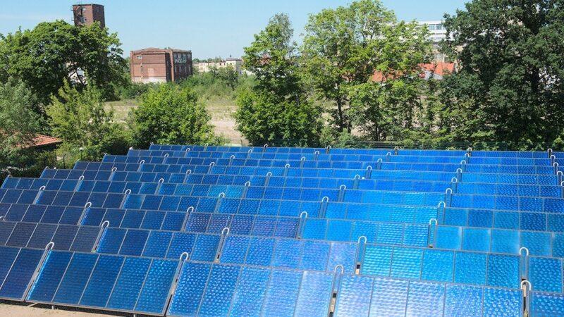 Zu sehen ist eines der Solarthermie-Großprojekte, die Arcon-Sunmark in Deutschland realisiert hat.