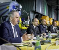 Zu sehen sind Thomas Schmidt (sächsischer Minister für Regionalentwicklung), Oberbürgermeister Octavian Ursu, Bürgermeister Rafał Gronicz, Wolfram Günther (sächsischer Minister für Energie, Klimaschutz, Umwelt und Landwirtschaft, die eine klimaneutrale Fernwärme wollen.