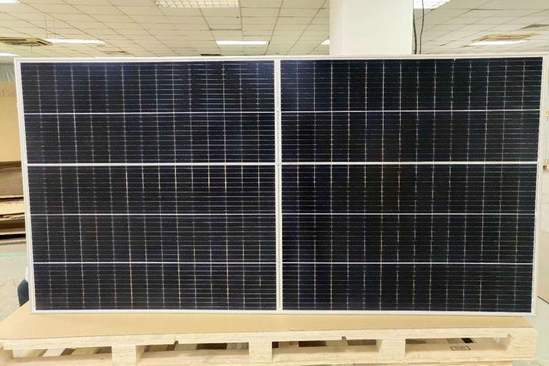 Photovoltaik-Modul auf Palette