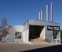 ZU sehen ist das Hackschnitzellager der Biomasse-Dampfkesselanlage bei Carlsberg in Serbien.