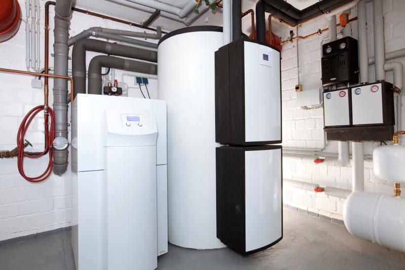 Im Heizungskessel steht eine moderne Wärmepumpe