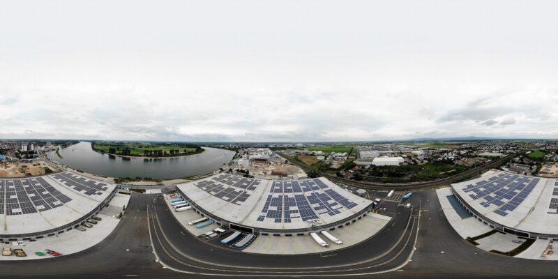 Zu sehen ist die Photovoltaik-Dachanlage für das Logistikzentrum in Gernsheim.
