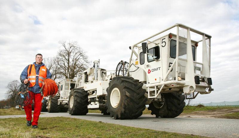 Vibro-Truck zur Erkundung von Gesteinsschichten, u.a. in der Geothermie