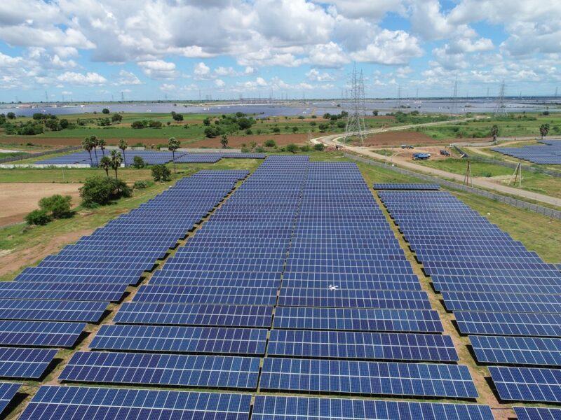 Zu sehen ist der Solarpark Kurnool in Indien, für den energy & meteo systems Ertragsprognosen erstellt.