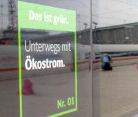 Ökostrom-Hinweis auf einem ICE der Deutschen Bahn