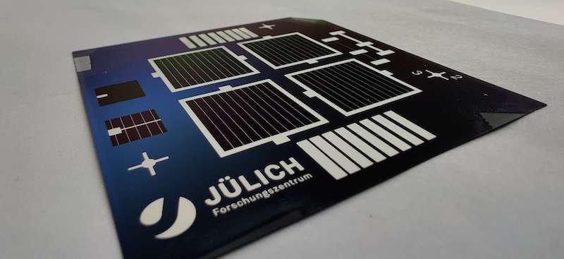 Detailaufnahme von Solarzellen auf einer Platine
