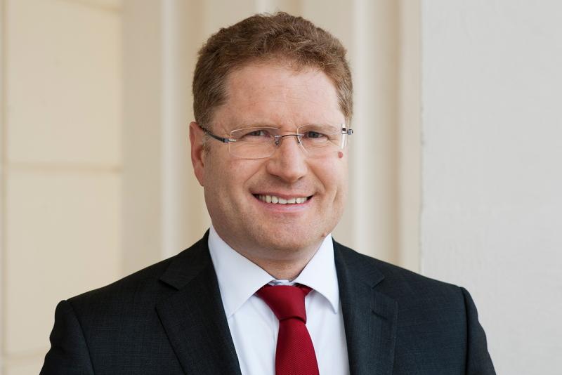 Portrait des Direktors der Agora Energiewende Patrick Graichen