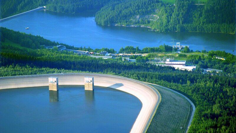 Zu sehen ist eine Luftaufnahme vom Pumpspeicherwerk Markersbach, das Vattenfall im Rahmen des Projektes pv@hydro mit einer Photovoltaik-Anlage ausstattet.