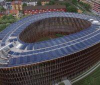 Das Freiburger Rathaus ist oval und hat eine Solarfassade und PV auf dem Dach.