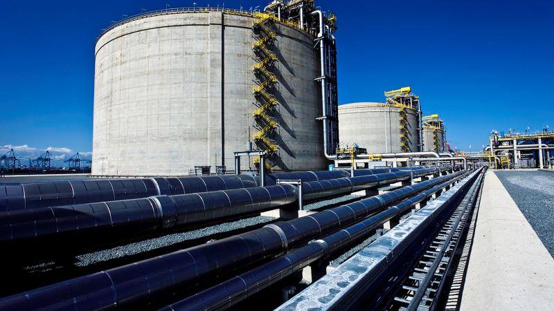 Pipelines für Wärmetransport im Hafen.