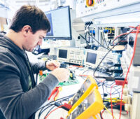 SMA-Techniker am Arbeitsplatz