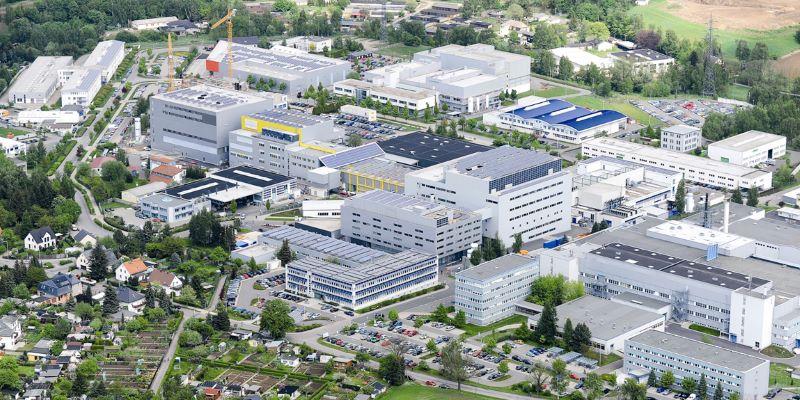 Luftaufnahme des ehemaligen Solarworld-Industriegebietes in Freiberg.