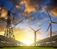Collage aus Strommast, Windkraft- und Photovoltaikanlagen